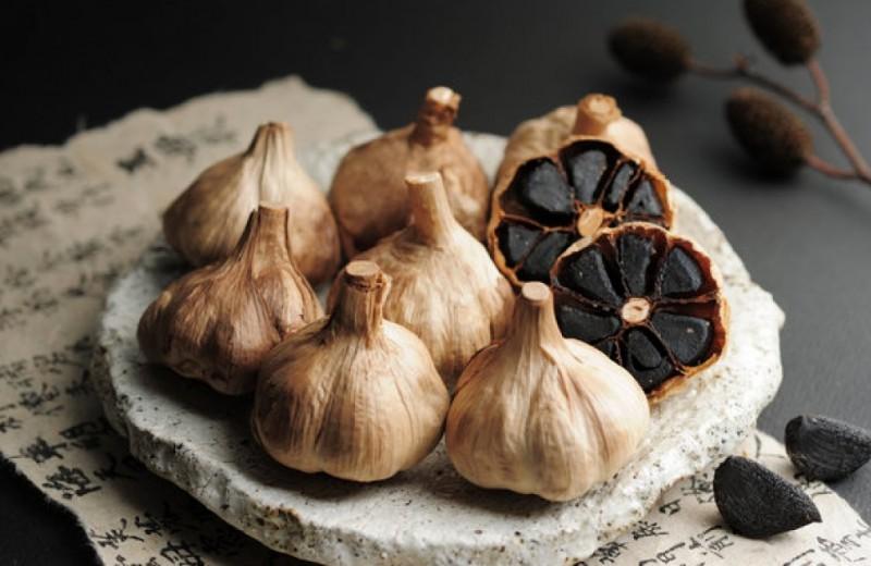 Mεγάλα είναι τα οφέλη από την κατανάλωση του μαύρου σκόρδου