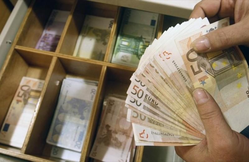 Διευκρινίσεις για τους εργαζόμενους με συμβάσεις ορισμένου χρόνου, για επίδομα 800 ευρώ