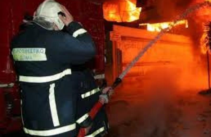 Μία γυναίκα έχασε τη ζωή της σε πυρκαγιά που ξέσπασε στο σπίτι της